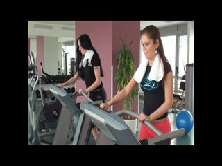 Im Fitnesstudio LESBENSPIELE Hardcore mit Sweet-Sophie