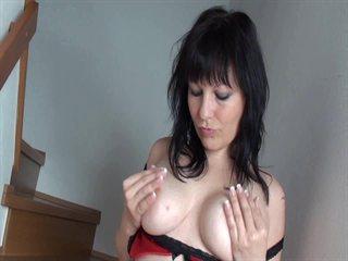 SuesseMia kleine brüste Gratis Video