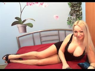 Hello all guys  guck me please, I am very horny girl - Vorschaumovie 2 von SweetEllie