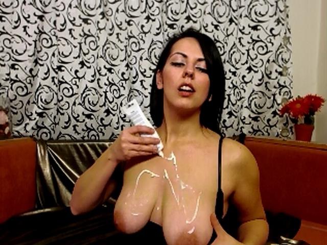 Liebst du cremige Brüste?