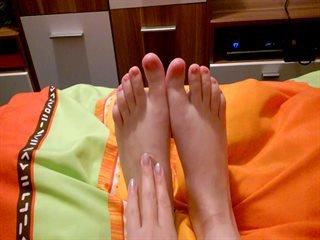 POV - Füße werden gestreichelt, massiert und geschlagen. Fetisch Fetish Feet Massage