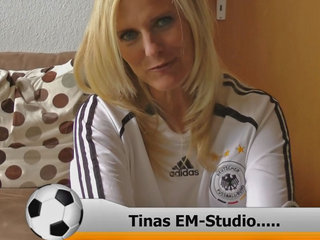 Tinas EM-Studio: Der Ball ist rund