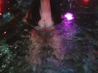 Xennie scharfe brüste Gratis Video