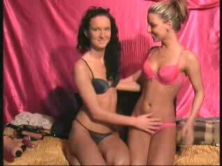 Free Live Sexcam - HotCorina+SuesseAniela - Vorschau 1